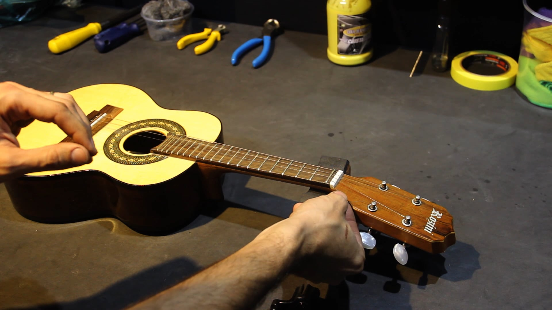 Limpeza e Troca de Cordas para Instrumentos Acústicos - Parte 3